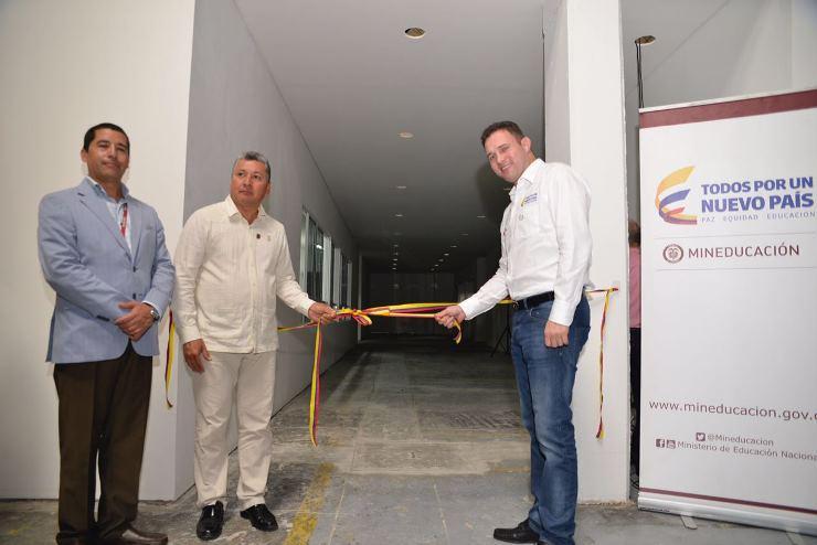 Inauguración del laboratorio de Genética