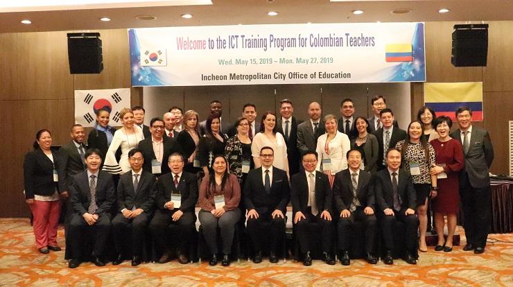 La delegación de becarios de Corea 2019 en el momento que son recibidos en Incheon, Corea del Sur